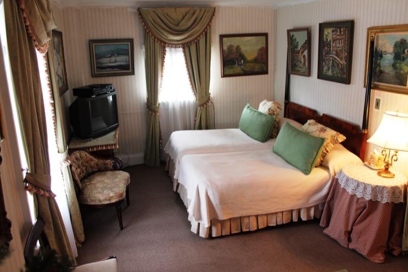 Upper Level Bedroom 1